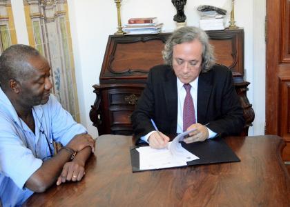 Reitor da UFBA assina acordo com o reitor da Universidade Técnica de Moçambique